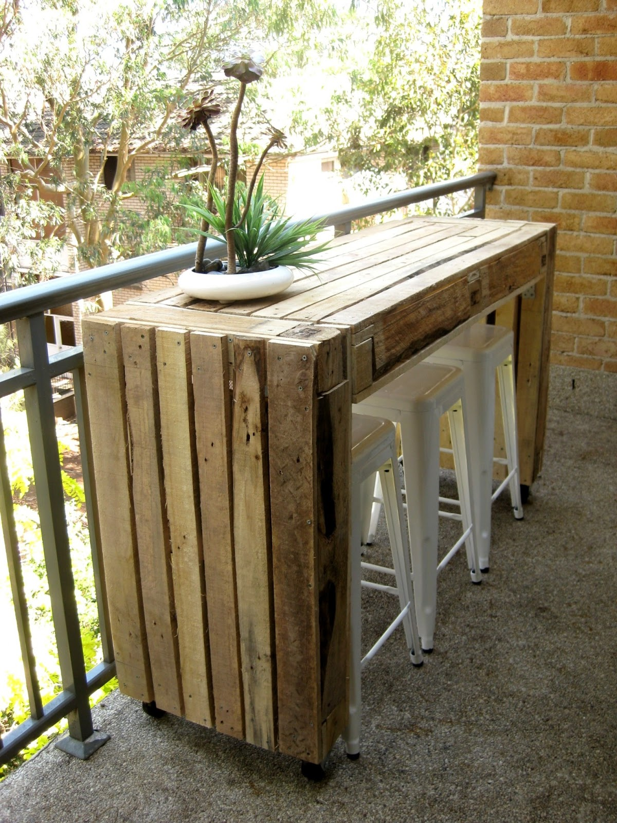 Table Bar De Jardin Custom Balcony Table Made Of Pallets | Ecocentric