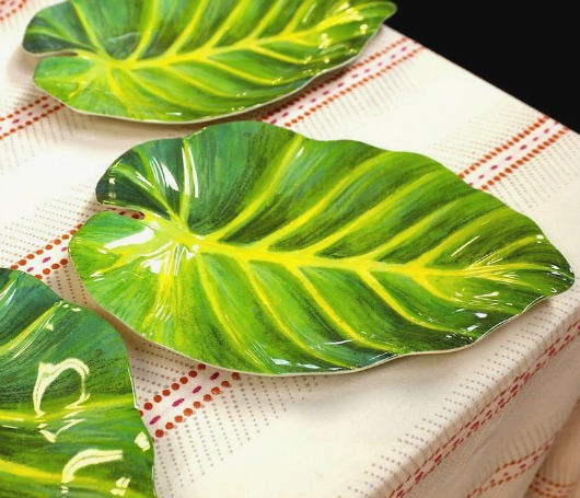 Turn Your Table Into A Tropical Paradise With Green Palm