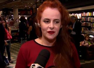 Fernanda Young durante lançamento de livro de poesias em 2016 — Foto: Reprodução/TV Globo