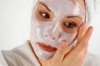 Pori wajah yaitu kawasan badan mengeluarkan keringat dan kototran lainnya bersama keringa Cara Alami Mengecilkan Pori-Pori Wajah