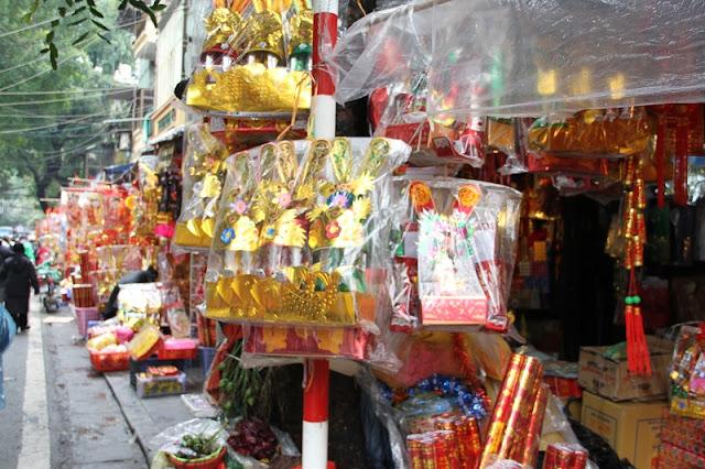 Ha Noi old quarter bustling before Tet 2