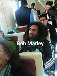 Parecidos de famosos en el transporte público bob marley