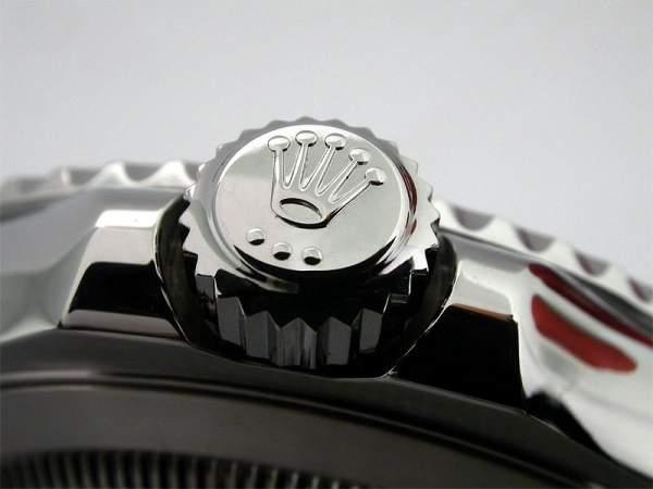 Logo jam tangan pada crown