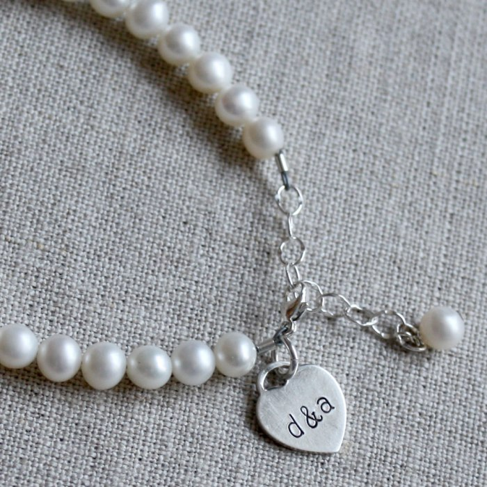 Giveaway | $50 Jewelry in Time for Mother's Day