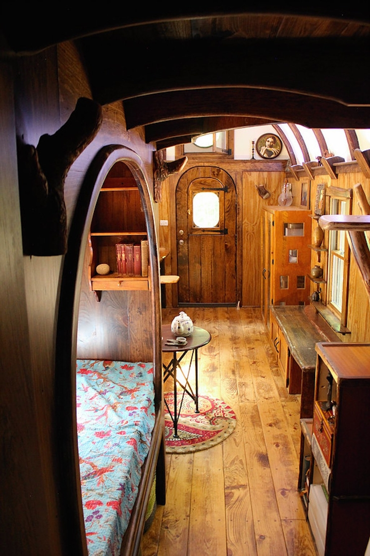 08-The-Unknown-Craftsmen-Architecture-with-the-Vintage-looking-Tiny-House-on-Wheels-www-designstack-co