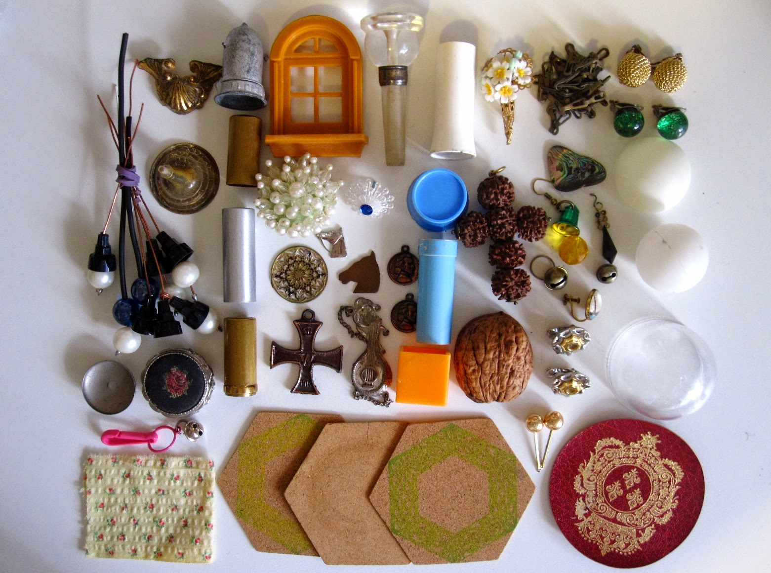 Contents of the bag of miniature bits, laid out in an orderly way.