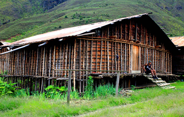Rumah Adat Papua Barat (Mod Aki Aksa)