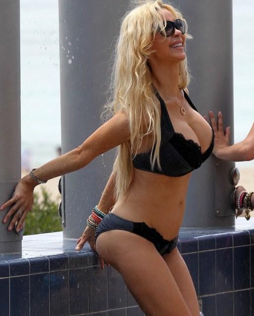 Nude girls pale video blonde