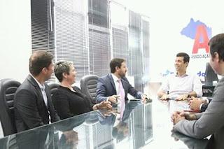 AMA E OAB assinar convênio para capacitar técnicos municipais.