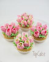 Tulppaani, Cupcake, tulip, topcake, Cupcake tilauksesta, kuppikakku, kuppikakkku tilauksesta, pursotetut kukat, marenkivoikreemi,
