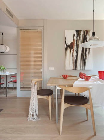 mesa de comedor con sillas de madera y base tapizada chicanddeco