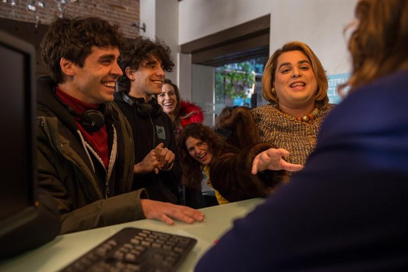 Javier Ambrossi, Javier Calvo, Kira Miró, Lidia San José y Brays Efe durante la grabación de la segunda temporada de Paquita Salas