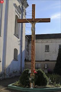 Монастырь бернардинок. Католический крест