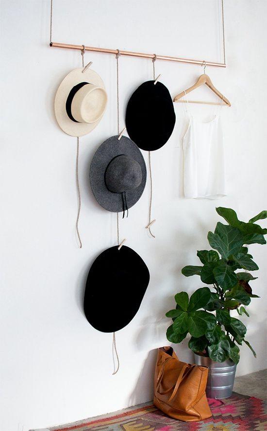 ideia coleciona chapéus e gosta de expô-los de forma bonita na decoração