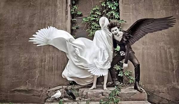 人生小故事 - 畫家筆下的天使與魔鬼