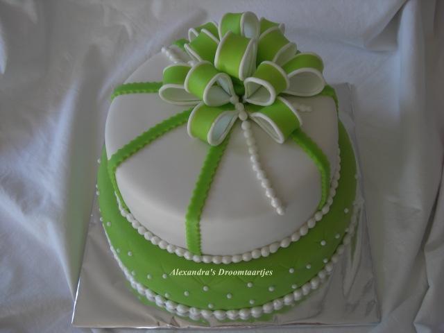 taart groen Verjaardags taart groen wit | Alexandra's droomtaartjes taart groen