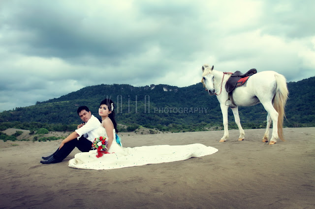 foto prewedding di gumuk pasir parangkusumo jogja