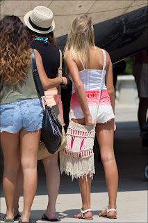 chicas-shorts-metidos.nalgas