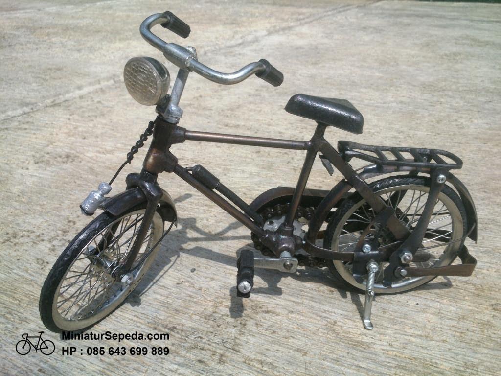 Miniatur Sepeda Onthel Pria