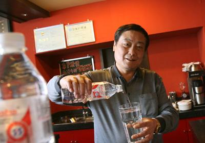 Zong Qinghou, Pengusaha Minuman dari Cina