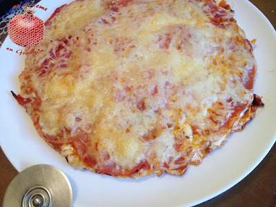 http://www.asisecomeengranada.com/2017/11/pizza-de-lacon-con-salsa-picante-sin.html