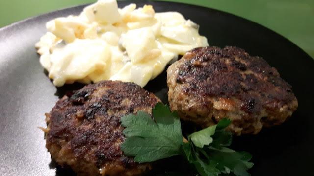 bayerische Fleischpflanzerl mit rheinischem Kartoffelsalat
