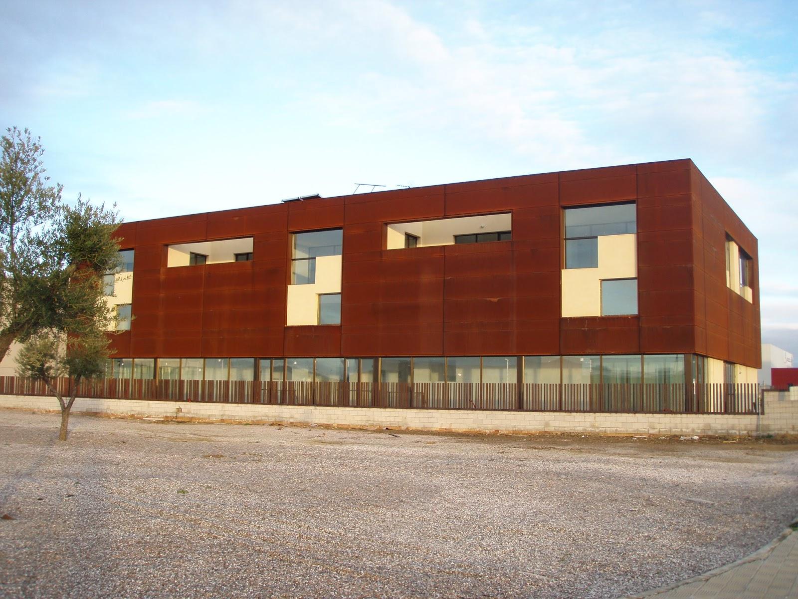 Acero corten fachadas fachada curva y muretes realizados for Fachada acero corten