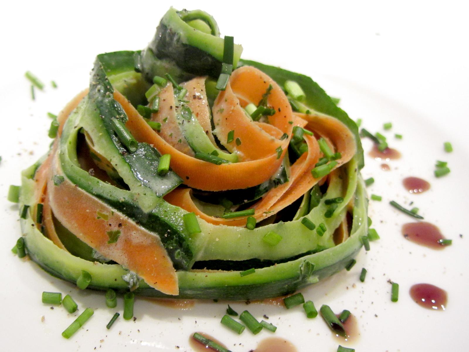zucchini m hren tagliatelle fell in love with gemuese vegane rezepte zum verlieben. Black Bedroom Furniture Sets. Home Design Ideas