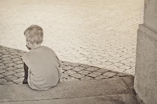Penyebab dan Cara Mengatasi Anak Pendiam dan Pemalu Secara Islami