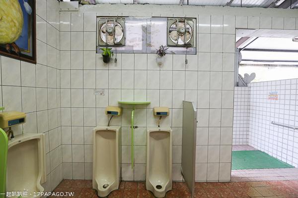 《苗栗.三義》三義車亭服務區|3D互動彩繪廁所|停車場有恐龍出沒