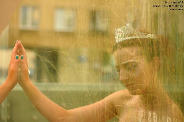 15.07.2017 Pastelowa gorsetowa sukienka, tiara, szpilki, wisiorek Oko Proroka, Fantasy make-up, Mielec