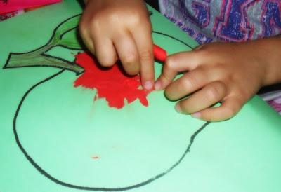 Pomysł na zabawę z dzieckiem. Proste prace plastyczne. Pani Domowa
