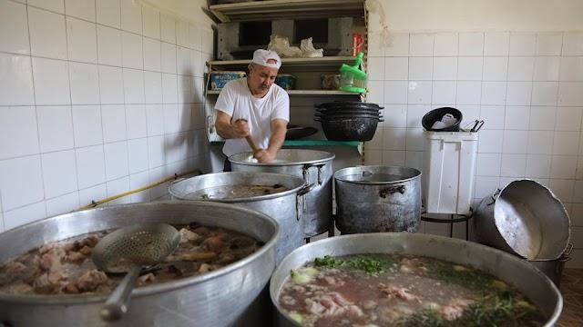 """تكية نابلس الخيرية تقدم """"الف وجبة """" للمحتاجين والفقراء"""