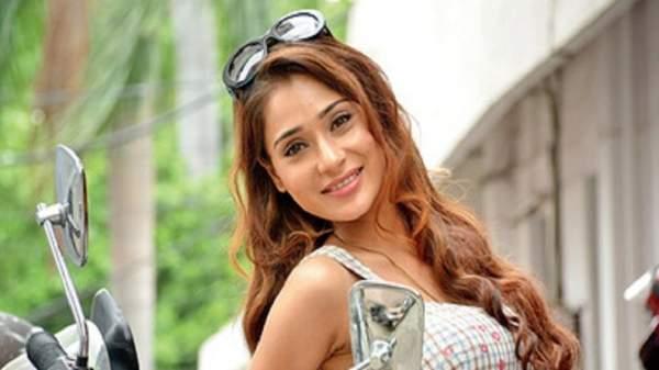 Sara Arfeen Khan- backtobollywood