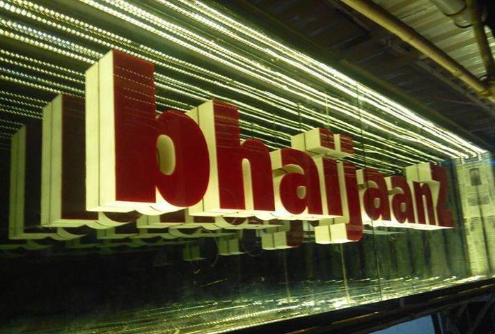 inside restaurant bhaijaanz salmansnews.com