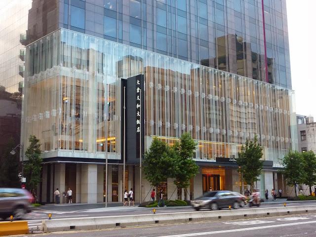 靈魂和身體 總有一個在路上: 速閃臺灣遊 --- 大倉久和大飯店 --- 信義誠品書店
