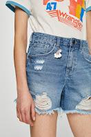 pantaloni-scurti-din-blugi-la-moda-vara-aceasta-2