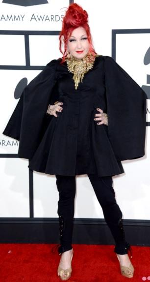 Foto de Cyndi Lauper con ropa negra