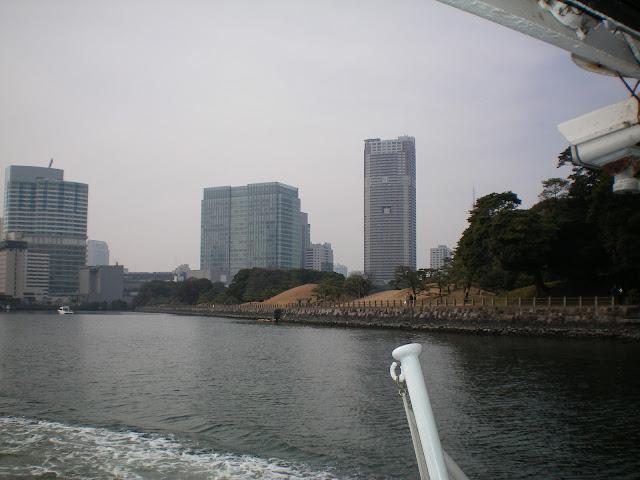 Vistas del Hamarikyu koen desde el rio Sumidagawa