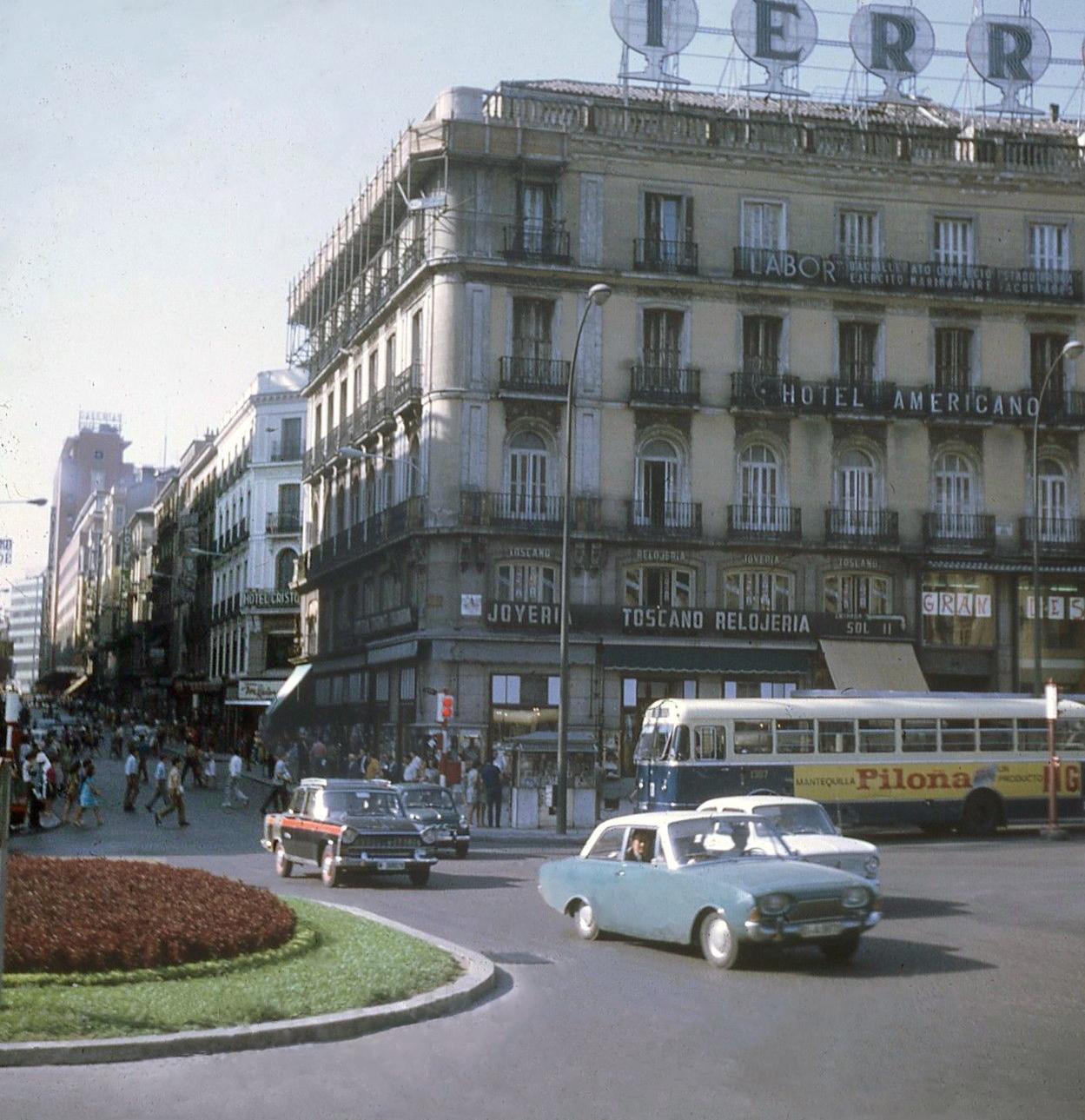 Transpress nz cars in plaza puerta del sol madrid spain for Plaza puerta del sol madrid spain