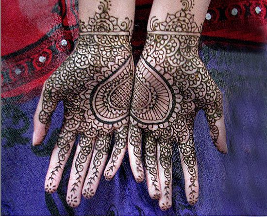 Mehndi Heart Meaning : Gorgeous symmetrical half and mehndi designs bling sparkle