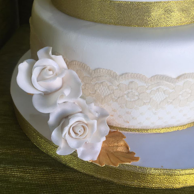 tarta bodas de oro tarta flores azucar capullos de rosas de azucar  fondant Gandia Ontinyent Xativa Alcoy