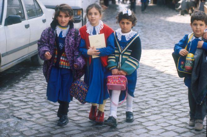 Turkey-PKK conflict: Thousands of teachers suspended