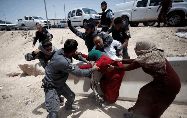 Pasukan Israel menyerang warga Palestina