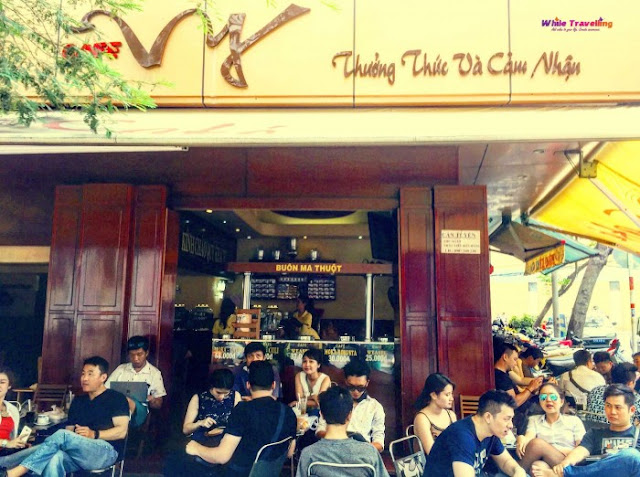 Quán cà phê ở Sài Gòn mà Thủ tướng Canada ghé uống: Vỉa hè nhưng giá đắt ngang Highlands, khách đông nườm nượp?