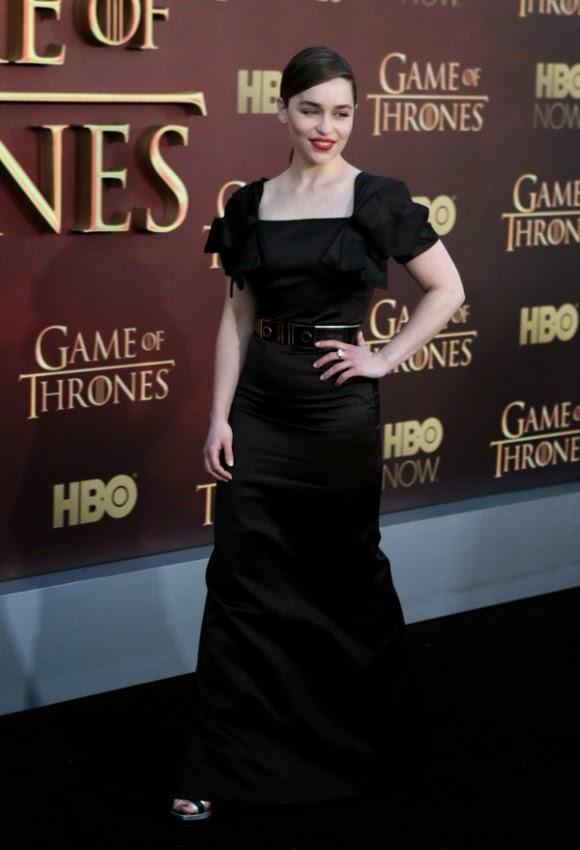 Emilia Clarke reclamou que os dragões adolescentes são difíceis de gerir.