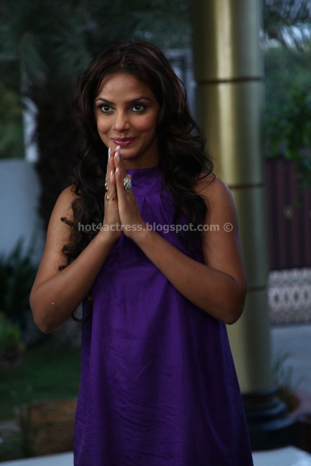 Neetu Chandra Hot Thigh Show images