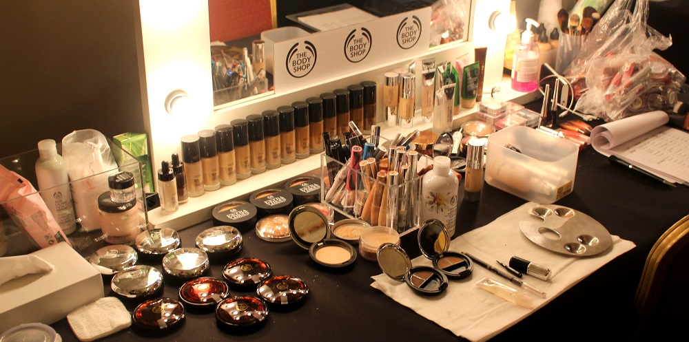 peexo fashion blogger backstage at lulu liu ss16 with the body shop at fashion scout
