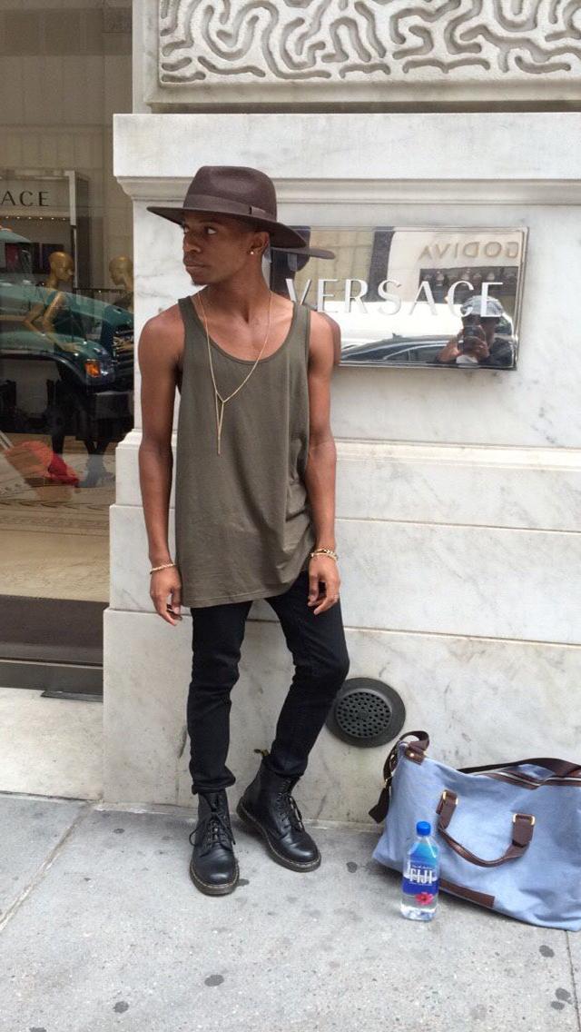 Macho Moda - Blog de Moda Masculina  Looks Masculinos com Regata ... 41143c3aa6d