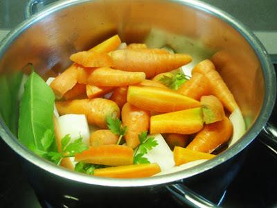 Elaboración de las zanahorias guisadas